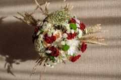 Таблица красивого bridal букета элегантная Стоковые Изображения RF