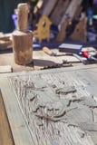 Таблица мастера с инструментами для деревянных ремесел Стоковые Изображения