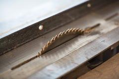 Таблица машины электронная увидела, работа плотничества деревянная Стоковое Изображение RF