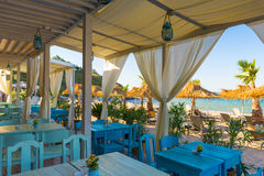 Таблица на пляжном ресторане Стоковые Фотографии RF