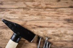 таблица оборудует деревянное Стоковая Фотография RF