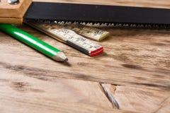 таблица оборудует деревянное Стоковые Фото