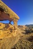 Таблица песчаника в долине парка штата огня на восходе солнца, NV стоковые фотографии rf