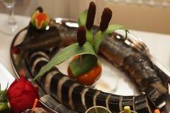 Таблица ресторанного обслуживании вполне аппетитной еды Стоковое фото RF