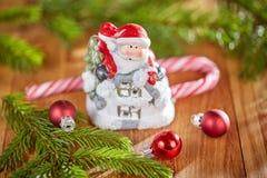 Таблица рождества с Санта Клаусом Стоковое Фото