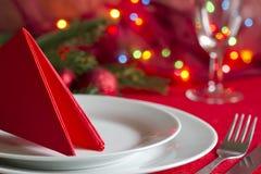 Таблица рождества с столовым прибором и tableware Стоковая Фотография