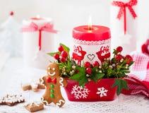Таблица рождества украшенная с свечой Стоковая Фотография RF