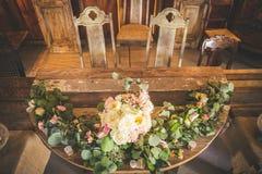 Таблица свадебного банкета в амбаре Стоковое Фото