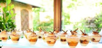 Таблица свадьбы десертов Стоковое Фото