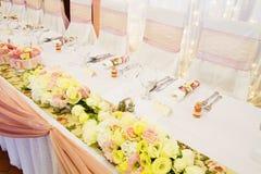 Таблица свадьбы с цветком Стоковые Фотографии RF