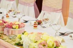 Таблица свадьбы с цветком Стоковое фото RF