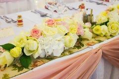 Таблица свадьбы с цветком Стоковое Изображение RF