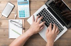 Таблица стола офиса или работая концепция таблицы стола Стоковые Фото