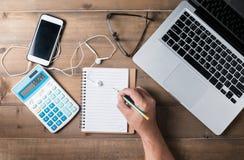 Таблица стола офиса или работая концепция таблицы стола Стоковые Изображения