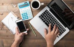 Таблица стола офиса или работая концепция таблицы стола Стоковая Фотография