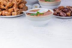 Таблица с морокканскими супом и помадками Стоковые Фотографии RF