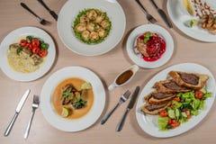 таблица служят едой, котор Стоковые Изображения RF