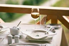 таблица служят рестораном, котор Стоковая Фотография RF
