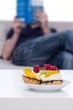 таблица фокуса торта выбранная плодоовощ Стоковое фото RF