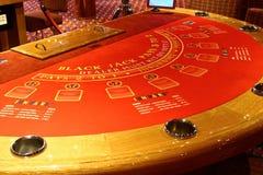 Таблица черного jack в казино Стоковая Фотография RF