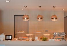 Таблица шведского стола для ждать гостей Стоковая Фотография RF