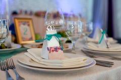 Таблица элегантности настроила для wedding в ресторане Стоковая Фотография RF