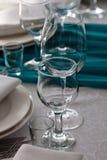 Таблица элегантности настроила для wedding в ресторане Стоковые Фотографии RF