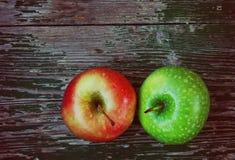 таблица 2 яблок деревянная Стоковая Фотография RF