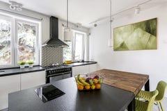 2 таблицы в яркой кухне стоковое фото rf