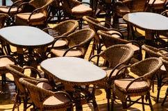 Таблицы и стулы Стоковые Фотографии RF