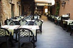 таблицы ресторана на открытом воздухе Стоковое Фото