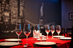 Таблицы сервировки с кафем Стоковая Фотография RF