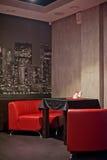 Таблицы сервировки с кафем Стоковая Фотография