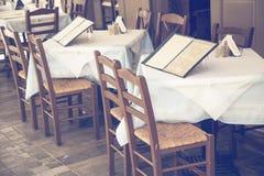Таблицы с стульями и доской 2 меню Стоковые Фотографии RF
