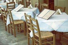 Таблицы с стульями и доской 3 меню Стоковое фото RF