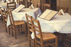 Таблицы с стульями и доской 4 меню Стоковое фото RF