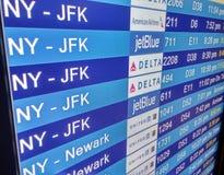 Табло прибытия на крупном аэропорте Стоковое Изображение RF