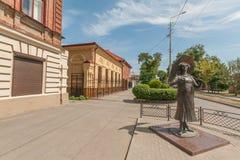 Таганрог: памятник к актрисе Faina Ranevskaya на улицах Стоковые Фотографии RF