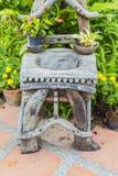 Тазик творения деревянный в саде Стоковые Изображения