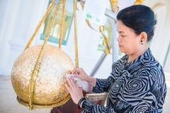 Таиланд - 27-ое ноября 2016: Золото Loknimit женщины заключительное Стоковое Изображение RF