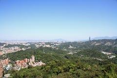 Тайбэй 101 и городской пейзаж от Maokong, Тайваня Стоковая Фотография RF