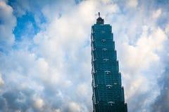 Тайбэй 101 на заходе солнца, в Тайбэе, Тайвань Стоковые Изображения