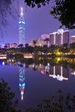 Тайбэй 101 на ноче Стоковая Фотография