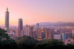Тайбэй с небоскребом Тайбэя 101 Стоковое Изображение
