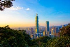 Тайбэй с небоскребом Тайбэя 101 Стоковые Фото