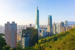 Тайбэй с небоскребом Тайбэя 101 стоковая фотография
