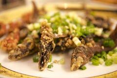Тайбэй, Тайвань, ресторан морепродуктов, кудрявый зажаренный морской волк, очень очень вкусная тайваньская кухня, хрустящий и оче Стоковое фото RF