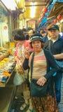 Тайваньская еда улицы внутри jiufen город Тайвань Тайбэя старой улицы новый стоковые фотографии rf