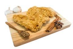 Тайваньская жареная курица на прерывать древесину стоковые фотографии rf