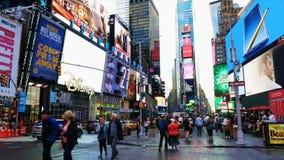 Таймс площадь во время часов пик позднего вечера видеоматериал